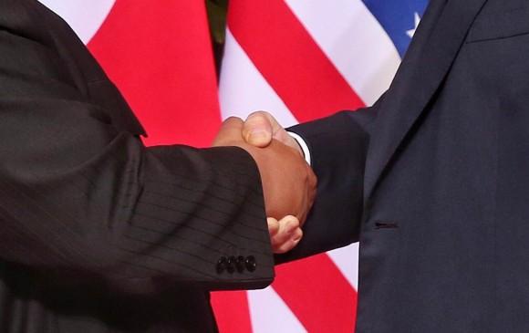 Apretón de manos entre Kim Jong-Un y Donald Trump. FOTO EFE