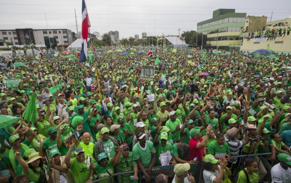 Decenas de miles de dominicanos protestan contra la corrupción