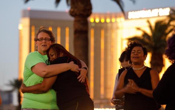 Familiares de las víctimas de la masacre de Las Vegas. FOTO EFE.