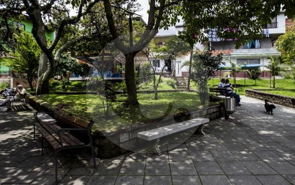 El parque de la 103 (con la carrera 80) es el centro principal del Doce de Octubre, un barrio que nació en los 70 y que daría origen a la comuna 6, noroccidente de Medellín. FOTO julio césar herrera