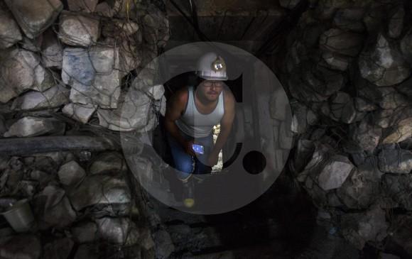 Seis personas muertas y una afectada deja explosión en mina de Antioquia