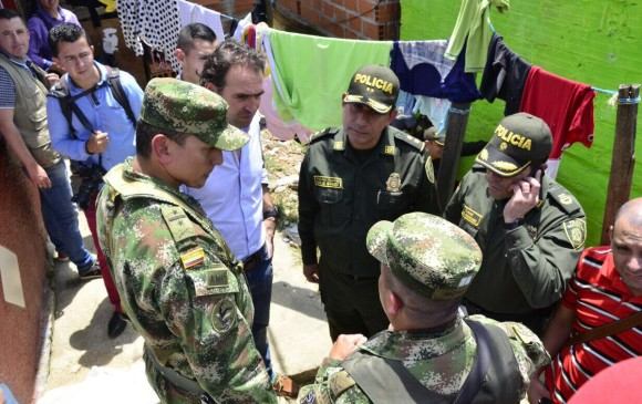 Dos muertos, entre ellos un policía, durante balacera en Medellín