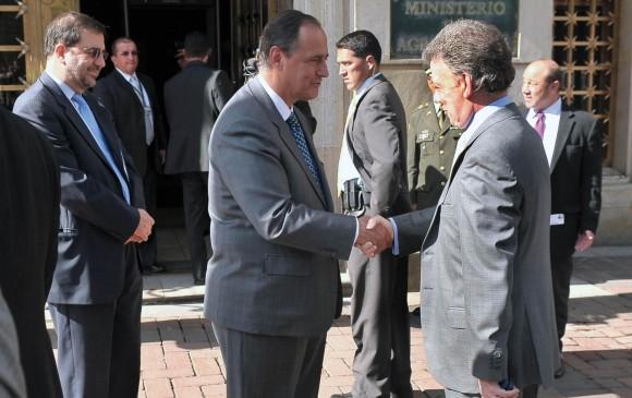 General renuncia como negociador de paz con ELN — Colombia