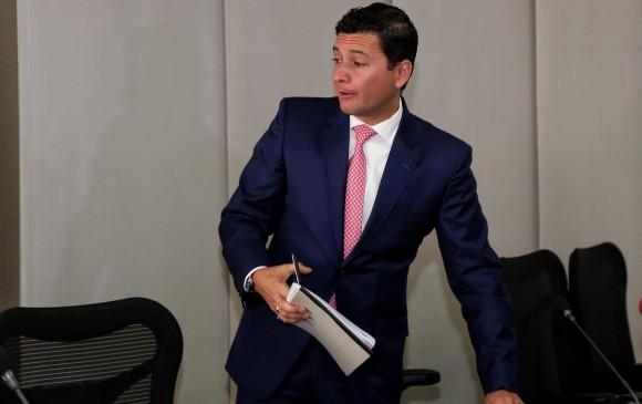 El superintendente Financiero, Jorge Castaño, denunció ante la Fiscalía General de la Nación la posible comisión de pánico económico en Colombia. FOTO Colprensa