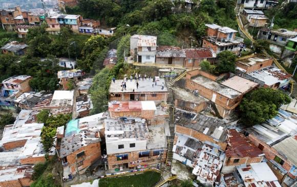 Terrazas De Casas En Medellín De Allí Sale La Música Y El
