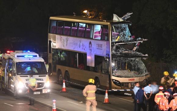 El autobús de dos pisos recorría un tramo de la autopista Fanling al momento del accidente. FOTO AFP