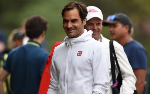 Federer bromeó sobre lo que puede ocurrir el domingo cuando las finales de Wimbledon y el Mundial coincidan a la misma hora. FOTO: AFP