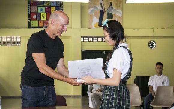 Levi participó en una iniciativa llamada Adopta a un Autor, que busca formar lectores, durante la Fiesta del Libro y la Cultura de este año. FOTO Cortesía Alcaldía de Medellín - Valentina Roldán.