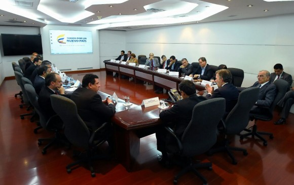 Centro Democrático anuncia voluntad de reunirse con delegados del Gobierno