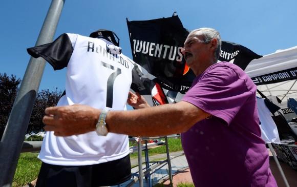 Desde la semana pasada se había iniciado con la venta de camisetas de Cristiano Ronaldo, con el 7 de la Juventus. FOTO REUTERS