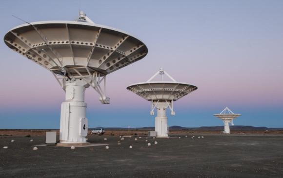 El complejo MeerKAT en un desierto de Sudáfrica se suma a la búsqueda de señales tecnológicas. Foto Meerkat