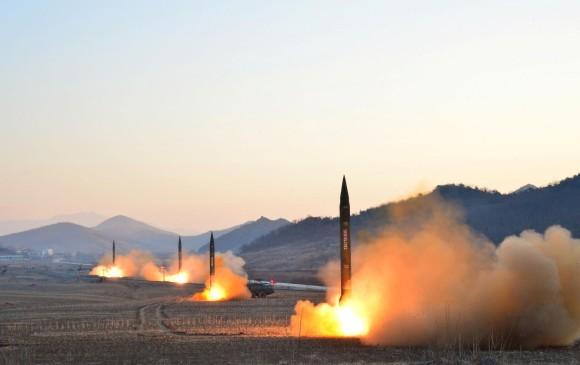 Frente a las provocaciones norcoreanas con el lanzamiento de misiles Corea del Sur respondió con maniobras junto a su aliado estadounidense