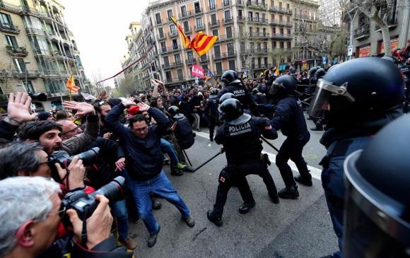 Estallan protestas tras arresto de Puigdemont