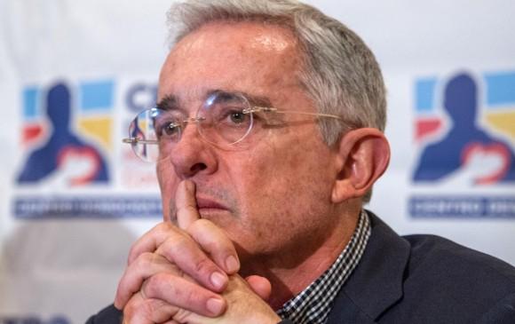 Álvaro Uribe anunció que renuncia al Senado