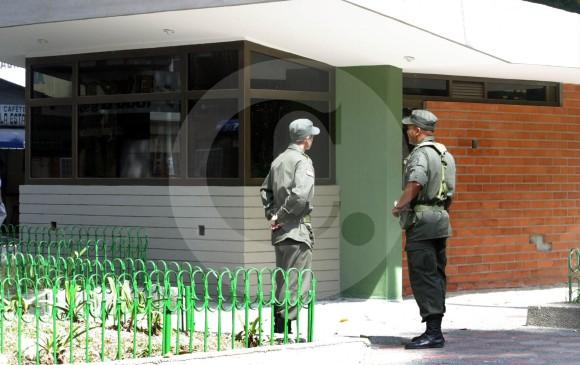 Condenado policía que obligó a vendedor de drogas a comer bazuko