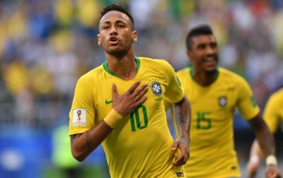El brasileño Neymar es una de las opciones para sustituir a Cristiano Ronaldo en la delantera del Real Madrid. FOTO AFP