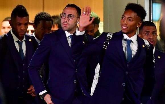 La selección Colombia llegó a Rusia vestida de traje. FOTO AFP