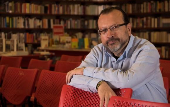 William Ospina escribió un libro de nueve ensayos en el que hace un llamado a crear consciencia sobre el planeta. FOTO colprensa