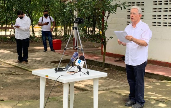 Libre quedó el exsenador Álvaro Uribe Vélez