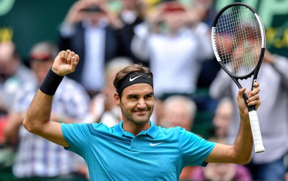Federer continúa inalterable y pasa a semis