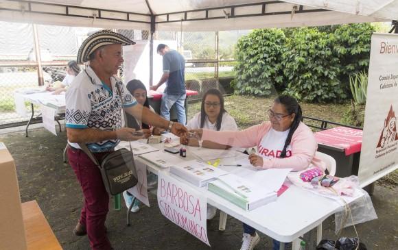 En Antioquia 51.280 productores cafeteros estaban habilitados para participar en el proceso democrático que se realizó ayer en 94 municipios, como Barbosa (en la foto). FOTO carlos Velásquez