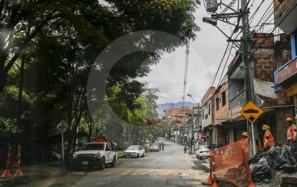 Para lo que falta de la obra, según datos del concejal Moncada, quedan 17 de 21 predios por adquirir, así como la intervención arbórea en la zona y la reubicación de una casa de trabajadores y una bóveda de restos humanos en Campos de Paz. FOTO Santiago Mesa