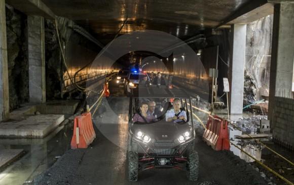 El presidente Duque y el gobernador Pérez recorrieron el Túnel de Oriente en cuatrimoto. El jefe de Estado destacó el esfuerzo financiero para hacer la obra sin recursos de la Nación. FOTO Jaime Pérez