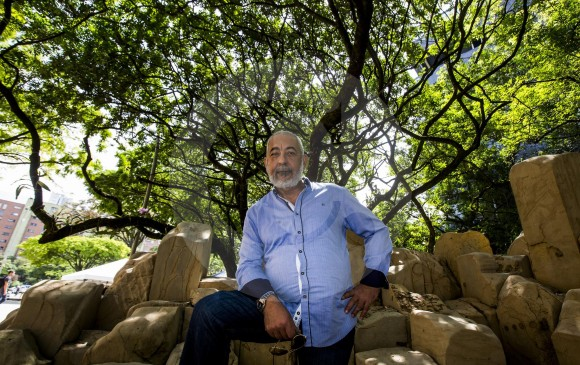 El escritor Leonardo Padura visitó Medellín luego de 25 años. FOTO Julio césar herrera