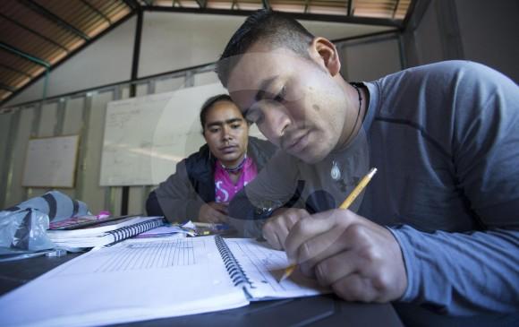 Firman convenio para educar a miembros de las Farc