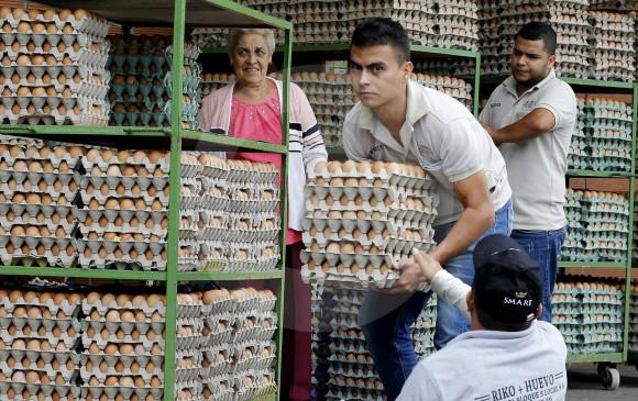 El presidente Iván Duque aseguró que se buscarán los mecanismos para excluir la posibilidad de un IVA del 18 % a los productos más sensibles de la canasta familiar. FOTO Donaldo Zuluaga