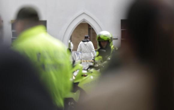 Autoridades atendiendo la emergencia tras la explosión en el interior de la Escuela General Santander de la Policía en el sur de Bogotá. FOTO COLPRENSA