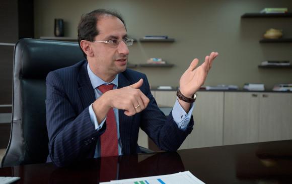El ministro de Comercio, Industria y Turismo, José Manuel Restrepo, aseguró que los guías turísticos formales podrán recibir capacitación para que cumplan la norma. FOTO: Colprensa