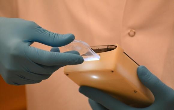 Crean dispositivo para medir fertilidad del semen en teléfonos móviles