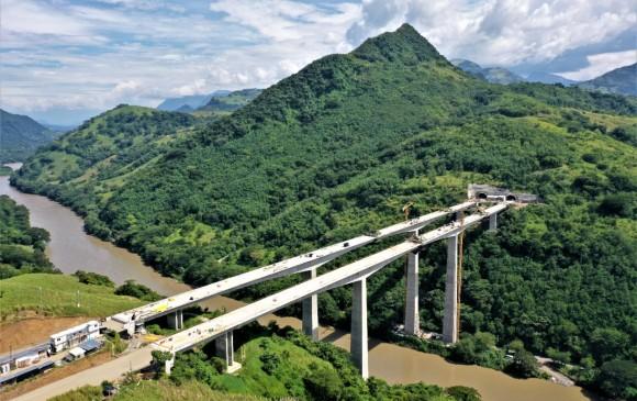 Nuevo puente sobre el río Cauca acerca Antioquia al centro del país