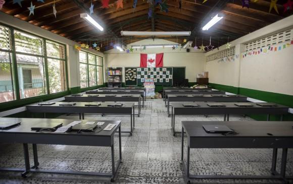 Solos, como en el Alfredo Cock Arango, seguirán los colegios de Antioquia. FOTO Camilo Suárez