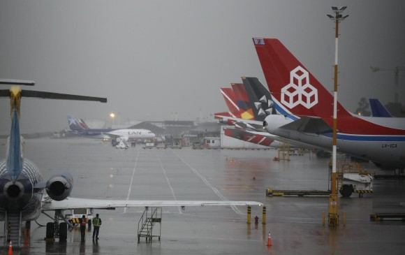 Cierran el aeropuerto El Dorado por tormenta eléctrica
