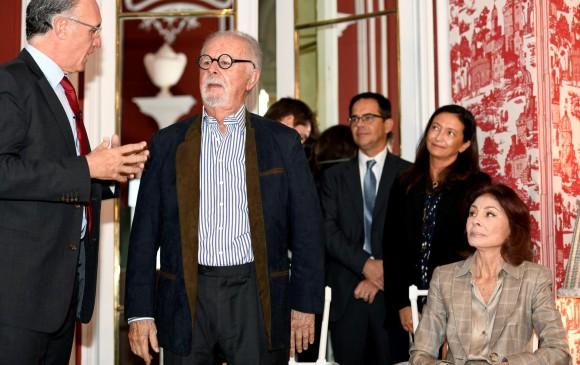 Botero acompañado por su esposa durante la presentación de ayer en Madrid. Foto: EFE