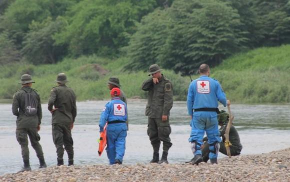 Recuperan cadáveres de tripulantes de avioneta que cayó al río Magdalena