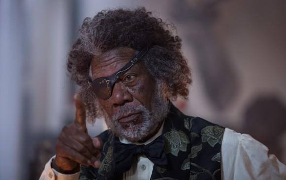 Morgan Freeman hace el papel de Drosselmeyer. Un parche de pirata y el pelo alborotado. FOTO Cortesía Laurie Sparham/Disney Enterprises