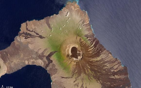 Volcán La Cumbre en Galápagos hace erupción