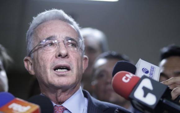 Álvaro Uribe trina después del bloqueo de su cuenta de Twitter