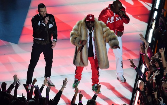 La presentación de Maroon 5 estuvo por debajo de lo esperado por los televidentes y el público asistente. FOTO AFP
