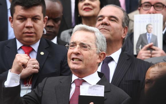 El expresidente Álvaro Uribe reitera críticas a Santos y a Venezuela