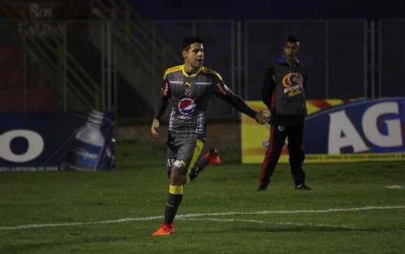 Mauricio Molina celebra el gol del empate parcial en el estadio la Libertad. FOTO COLPRENSA