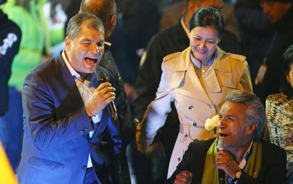 Rafaél Correa en un acto de campaña junto a Lenin Moreno. Foto: Reuters.