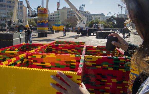 Construyen la torre de Lego más alta del mundo