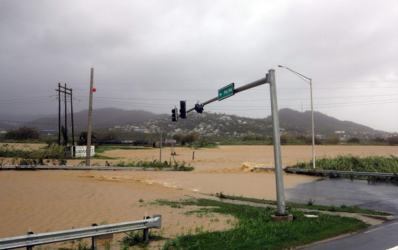 El huracán María de categoría 5 avanza rápidamente hacia Puerto Rico