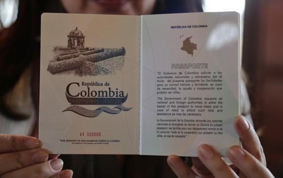 Nuevo pasaporte colombiano. Foto: Colprensa.
