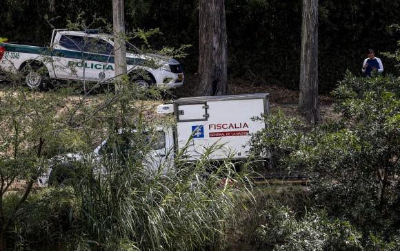 La diligencia judicial del pasado jueves donde fueron hallados los cadáveres en zona boscosa de Copacabana. FOTO JAIME PÉREZ