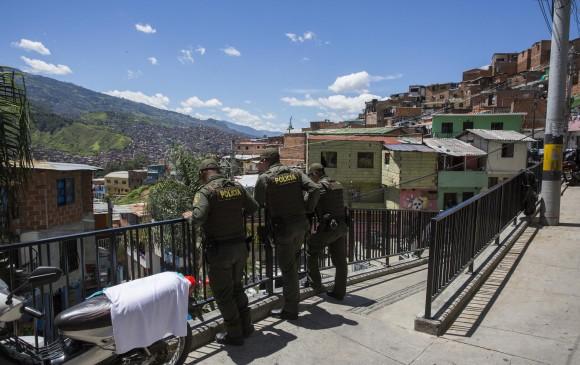 La Policía custodia permanentemente la comuna 13 de Medellín.Foto: Edwin Bustamante Restrepo